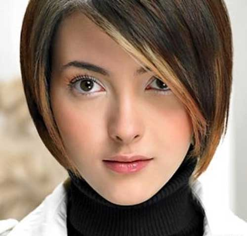 20 Best Short Haircuts for Straight Hair-4
