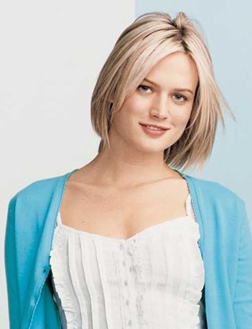 20 Best Short Haircuts for Straight Hair-5