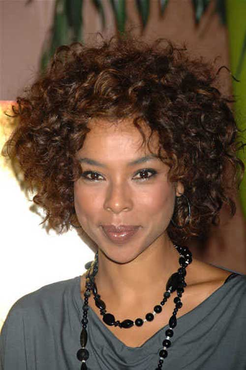 20 Popular Short Hairstyles for Black Women-6