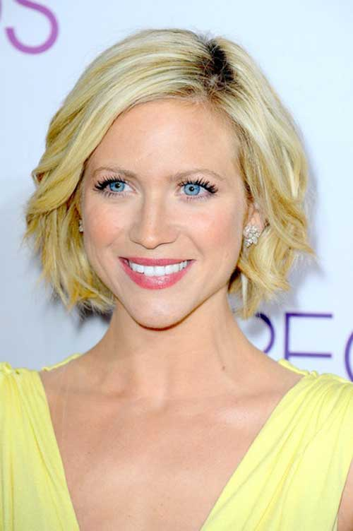 Best Celebrity Short Hairstyles-Brittany Snow