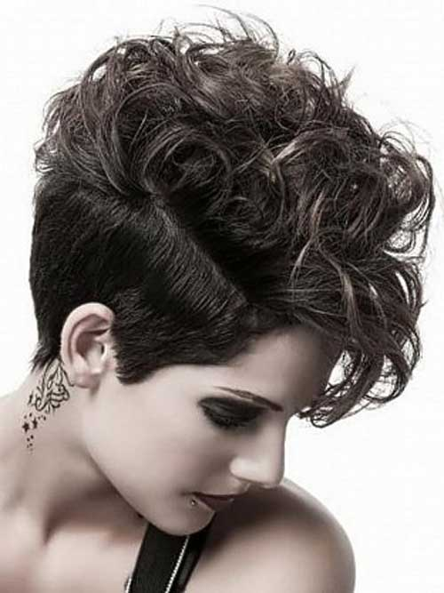 Best Short Haircuts For Curly Hair 10