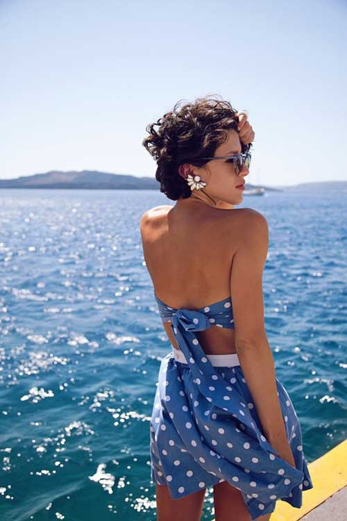 Best Short Haircuts For Curly Hair-9