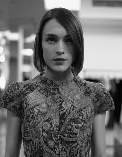 Best Short Haircuts for Straight Hair-9