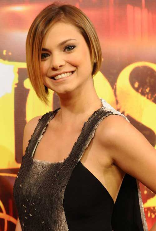 Easy Short Straight Hairstyles-10