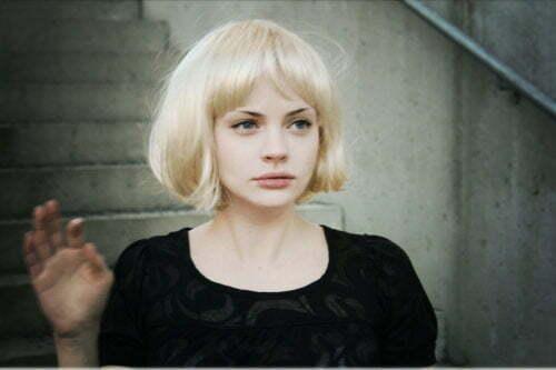 Hairstyles for short blonde hair girls