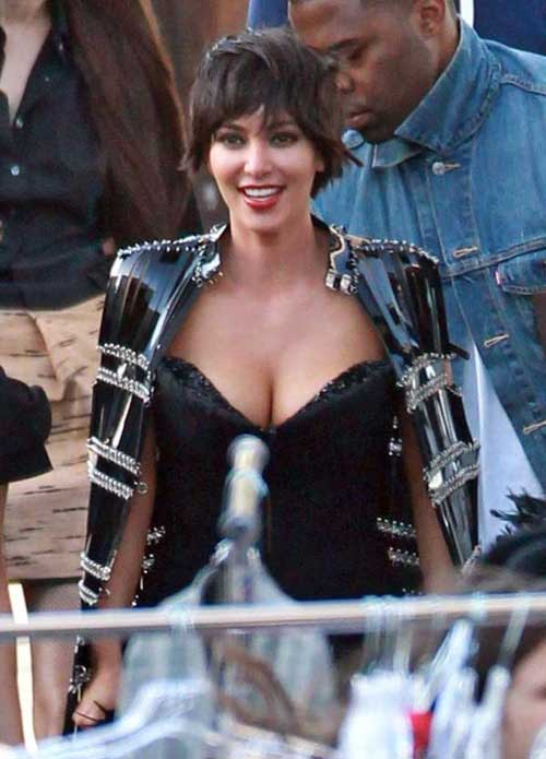 Kim kardashian short wavy haircut