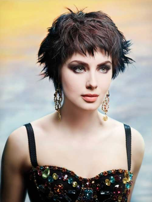 Messy form or rough style of pixie haircut looks trendy and stylish.
