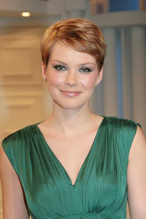 Pixie hair for round face