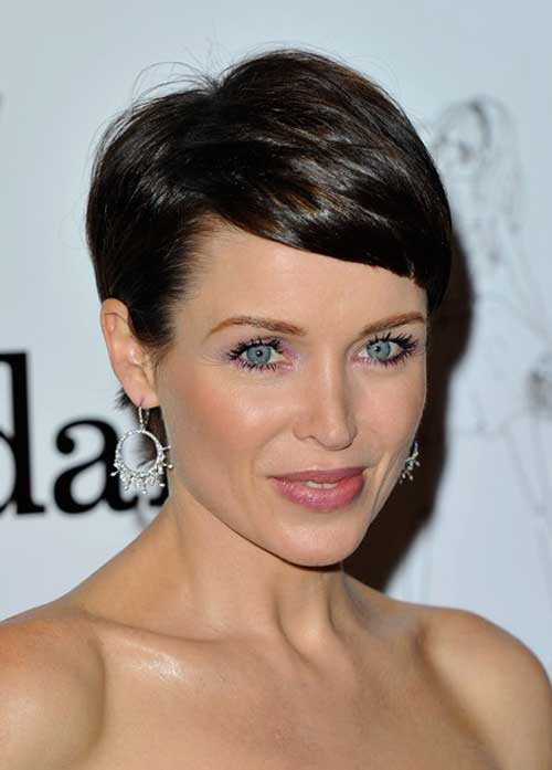 Girls look cool and amazing in these short pixie haircuts. It is also