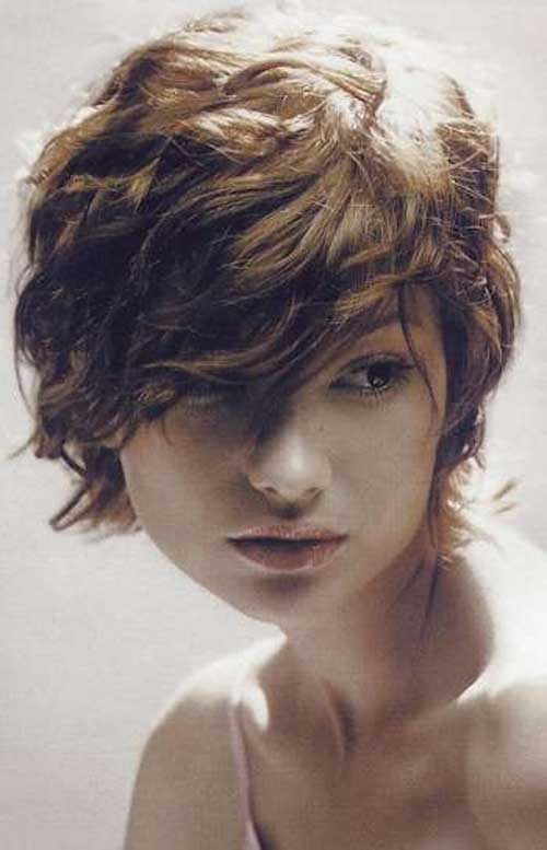 Cute short hairstyles for wavy hair