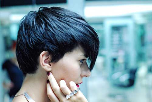 Trendy short haircuts for thick hair