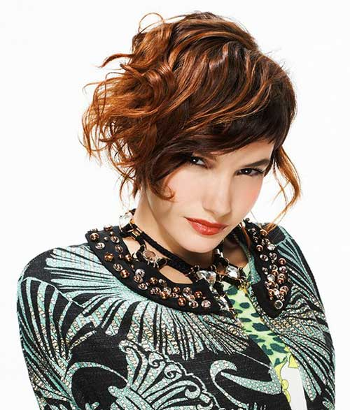 Short stylish haircuts for wavy hair