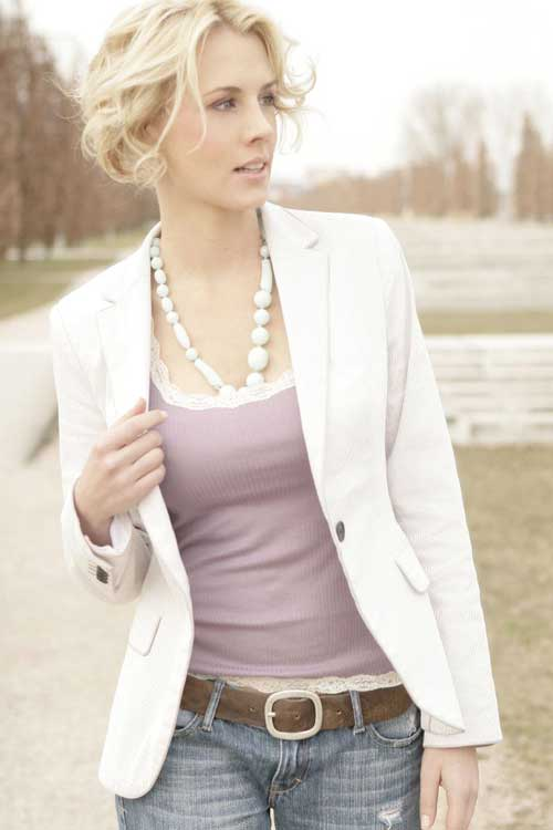 Trendy short hairstyles for wavy hair