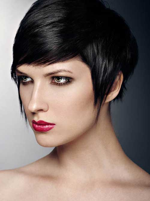20 Straight Short Haircuts for Women-9