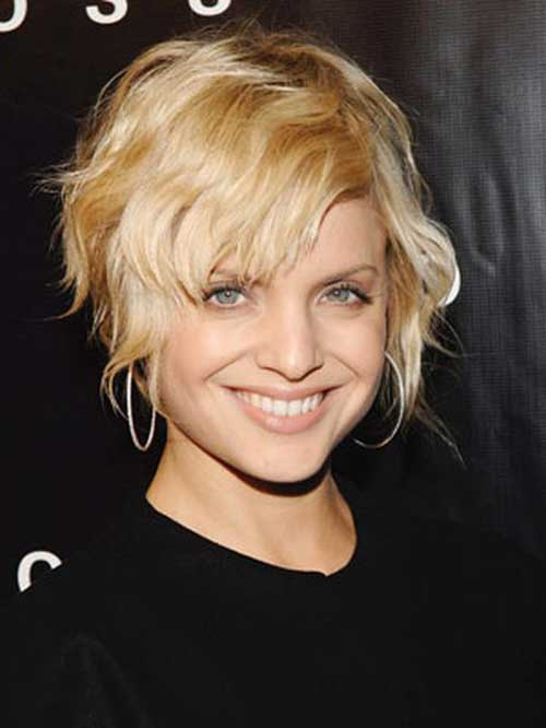 Blonde short wavy hairstyle