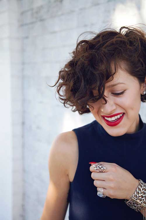 Cute short haircuts for curly hair 2013