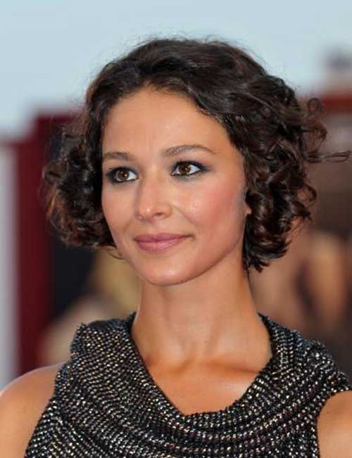 Hairstyles for Short Curly Hair-3