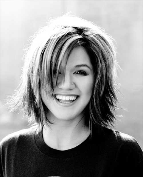 Kelly Clarkson short haircut