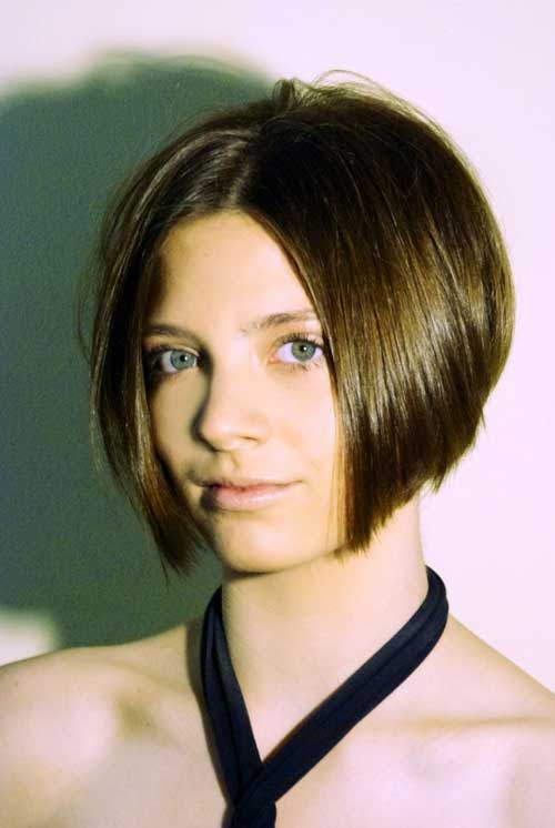 Straight Short Haircuts for Women-5