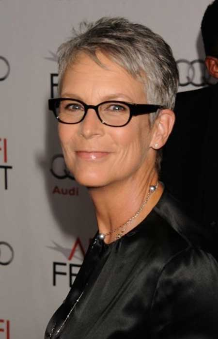 Best Short Haircuts for Older Women-11