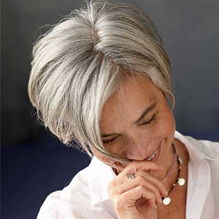 Best Short Haircuts For Older Women 12