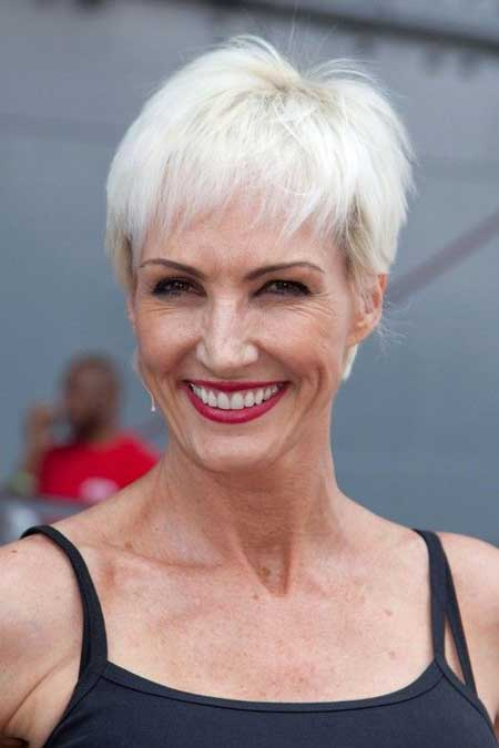 Best Short Haircuts for Older Women-9