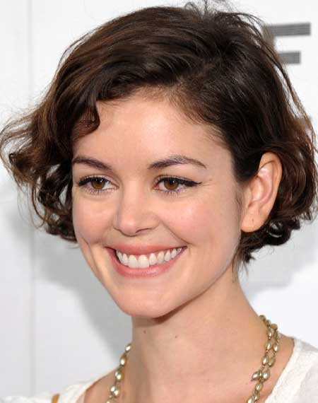 New Short Celebrity Haircuts-Nora Zehetner