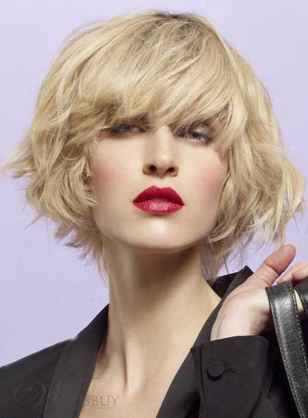 Short messy hairstyle for wavy hair