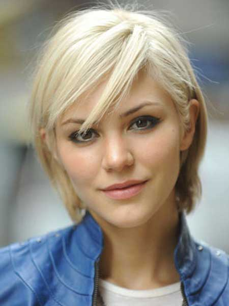Short straight fine blonde hairstyle