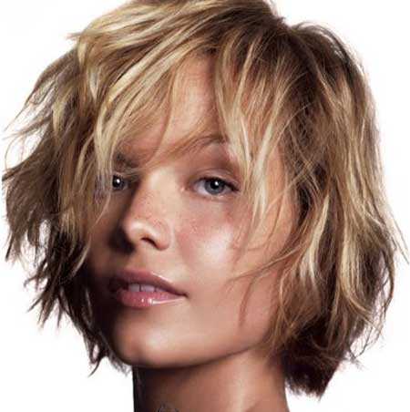 Trendy hairstyles for short wavy hair