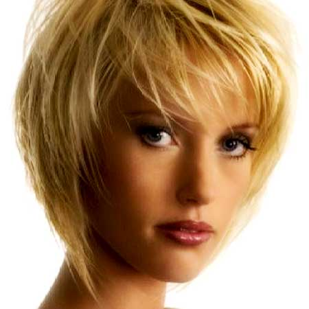 Charming Queenly Short Blonde Hairstyle