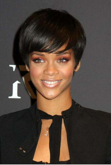 Amazing Rihanna's Bob Cut