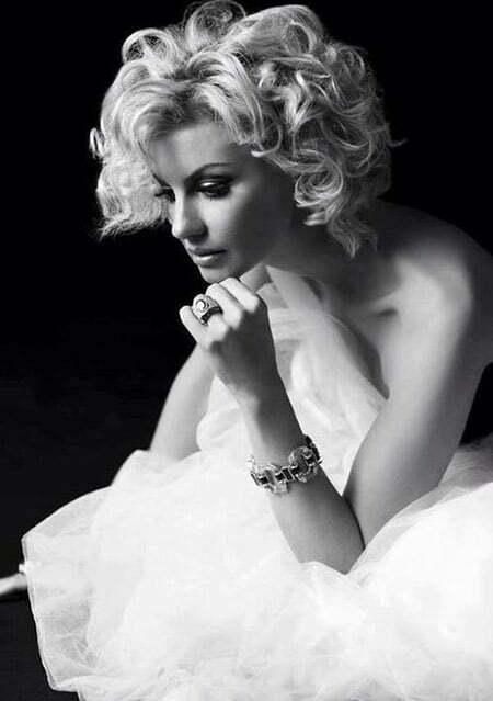 Amazingly Gorgeous Blonde Bob Cut