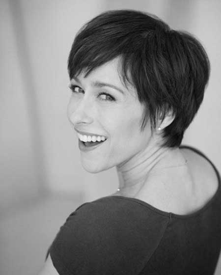 Awesome Side-parted Short Hairstyle