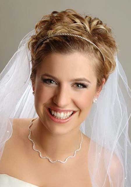 Beautiful Curly Hairstyle for Bridals