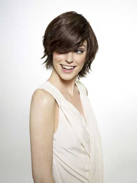 Charming Side-parted Hairstyle with Flyaway Fringes