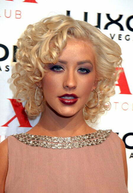 Christina Aguilera's Fabulous Curly Bob Cut