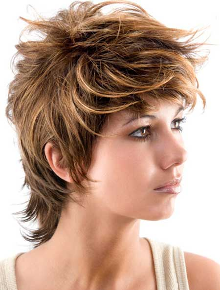 Cool Feathery Messy Hairstyle