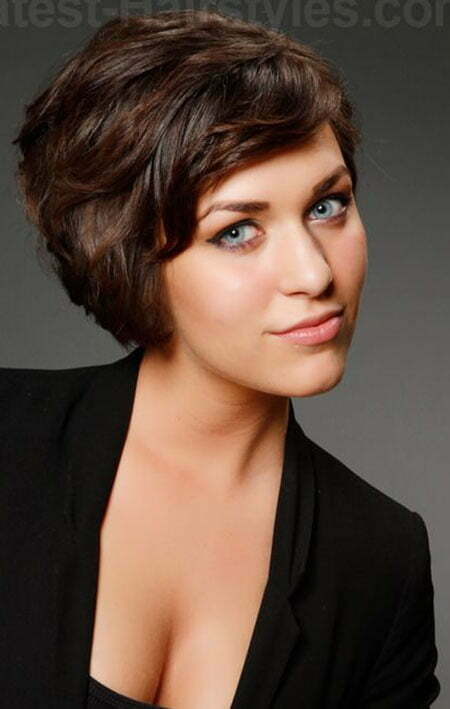 Cute Short Haircuts Wavy Hair