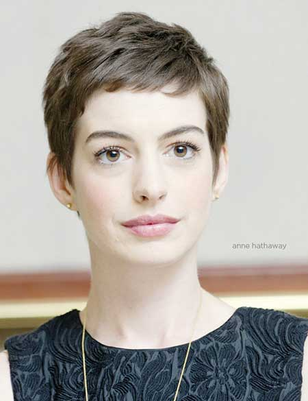 Elegant Pixie Hairstyle with Short Bangs