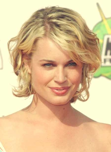 Hairstyle for Short Wavy Hair Women