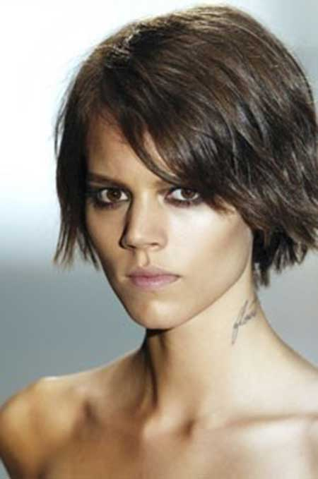 Hairstyle for Straight Hair Women
