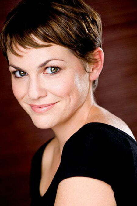 Larisa Oleynik's Cool and Charming Pixie Cut