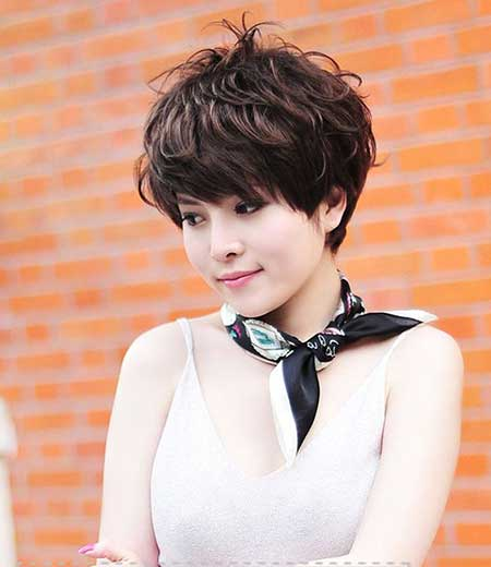 Lovely Wavy Bob Cut