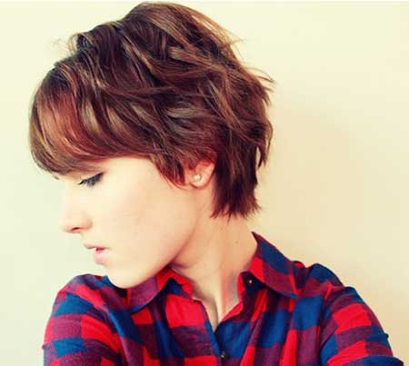 Lovely Wavy Cool Short Hairstyle