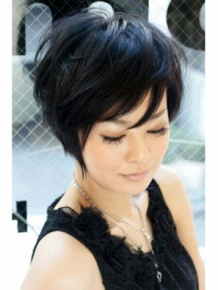 Lovely and Alluring Graduated Bob Cut