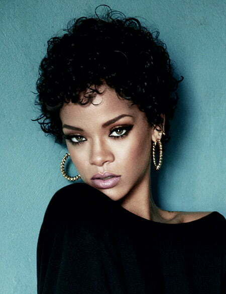 Rihanna's Lovely Curly Bob Cut