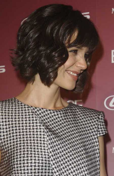 Short Wavy Hairstyle with Cute Bangs
