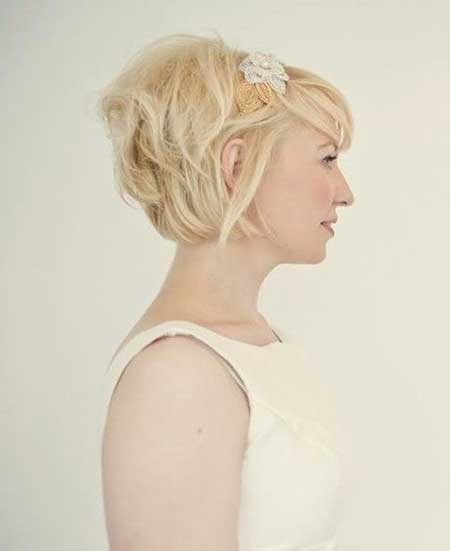 Simple Short Blonde Hairstyle