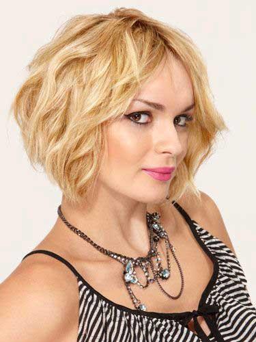 Wavy Blonde Hairstyle
